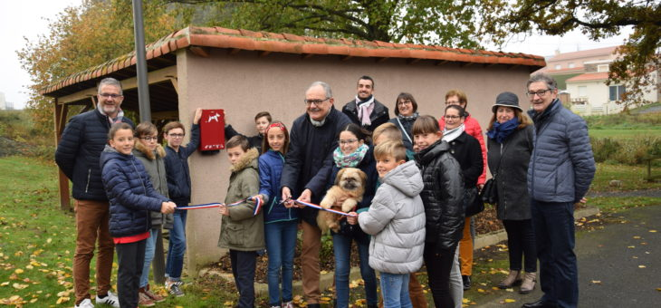 Inauguration d'une borne de propreté canine